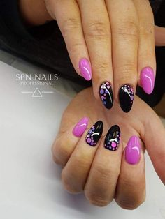 The advantage of the gel is that it allows you to enjoy your French manicure for a long time. There are four different ways to make a French manicure on gel nails. Fancy Nails, Trendy Nails, My Nails, Nagellack Design, Polka Dot Nails, Super Nails, Gel Nail Designs, Purple Nails, Creative Nails