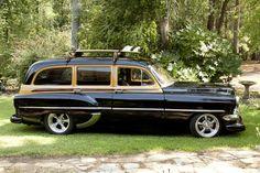 I would so drive this lol 1954 Chevrolet Handyman Wagon Vintage Cars, Antique Cars, Woody Wagon, Gm Car, Classy Cars, Station Wagon, Hot Cars, Custom Cars, American
