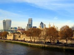 Tower of London and the Skycrapers - Londres. NOV 2014.