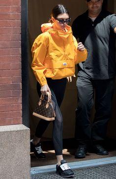 Кендалл Дженнер в adidas, очках Cartier и с сумкой Louis Vuitton в Нью-Йорке