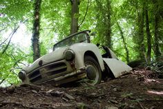 Lost Place again: Photo tour from the car cemetery in Neanderthal - Vehicles Abandoned Mansions, Abandoned Houses, Abandoned Places, Abandoned Vehicles, Great Hobbies, Places Of Interest, Germany Travel, Beautiful Landscapes, Cemetery