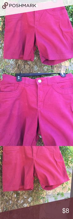 Lee comfort waiste band burgundy shorts. Lee comfort waiste band shorts. Pockets in front and back. Very pretty burgundy color. They are mid thigh length. Very soft and comfortable.   Cute to wear with any color top. Shorts Bermudas