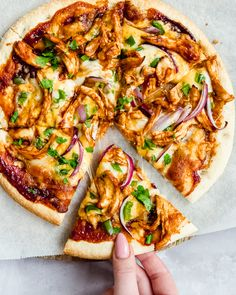 Pizza Met Bbq Pulled Chicken - Food From ClaudNine Pasta Recipes, Chicken Recipes, Cooking Recipes, Healthy Recipes, Chicken Filet, Chicken Pizza, Chicken Cooking Times, Pulled Chicken Tacos, Pizza Catering