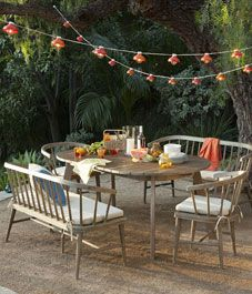 Backyard patio party - simple + chic! #chillingrillin