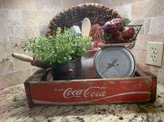 Antique Kitchen Decor, Farmhouse Kitchen Decor, Farmhouse Design, Vintage Kitchen, Farmhouse Ale, Fresh Farmhouse, Burlap Bows, Vintage Crafts, Vintage Christmas