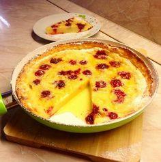 A tészta ugyanaz, mint a hagyományos palacsintáé, de mégis valami más. Sokkal egyszerűbb, gyorsabb. :) Delish, Dairy, Pudding, Cheese, Desserts, Food, Tailgate Desserts, Deserts, Custard Pudding