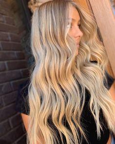 Golden Blonde Hair, Dyed Blonde Hair, Honey Blonde Hair, Blonde Hair Looks, Beach Blonde Hair, Beach Hair, Ombre Hair, Wavy Hair, Blonde Foils