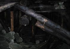Toestik Astangu käigus / Wooden support in Astangu tunnel in 2004, Estonia - Minest Retked