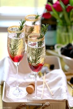 Christmas Cocktails to Make Your Christmas Very Merry Indeed! Boho Weddings - Christmas Dinner Christmas Cocktails to Make Your Christmas Very Merry Indeed! Boho Weddings Christmas Cocktails to Make Your Christmas Very Merry Indeed! Christmas Party Food, Christmas Cocktails, Xmas Food, Holiday Cocktails, Xmas Party, Christmas Treats, Christmas Wedding, Holiday Parties, Christmas Cocktail Party