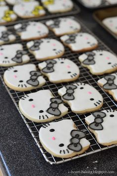 Last year I made these flower sugar cookies for my friend Vicky, as cookie favors for her daughter's first birthday. And this year for . Fall Cookies, Cookies For Kids, Iced Cookies, Cute Cookies, Hello Kitty Cookies, Hello Kitty Cake, Hello Kitty Birthday, Cake Decorating Supplies, Cookie Decorating