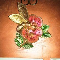 Terracotta dorata e dipinta dì Ileana Zatti.