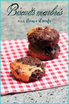 Egg white marbled cookies via A few grams of delicacy Un anniversaire sans gâteau, Baked Donut Recipes, Baked Donuts, Baking Recipes, Chocolate Donuts, Paleo Chocolate, Chocolate Recipes, Sour Cream Donut, Make Sour Cream, Nutella Biscuits