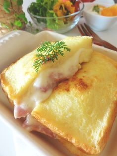 Ham and cheese french toast ハム&チーズフレンチトースト。 Love Eat, Love Food, Cooking Bread, Cooking Recipes, My Favorite Food, Favorite Recipes, Fromage Cheese, Appetizer Recipes, Dessert Recipes