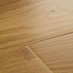 Harlech Select Oak is a beautiful wood floor design, providing a crisp and comfortable feel underfoot. This select grade oak floor features Woodpecker's pick of the finest and cleanest cuts of timber.
