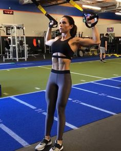 TRX Ultimate Upper Body Workout 1. 10-12 reps each 2. 12-15 reps 3. 12 reps 4. 12-15 reps 3-5 rounds #alexiaclark #queenofworkouts #queenteam #fitforareason #fitness #fitgirl #motivation #trx
