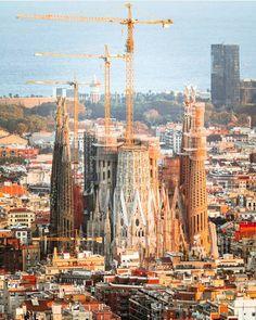 BARCELONA | la Sagrada Família | En construcció - Page 213 - SkyscraperCity Barcelona Architecture, Unique Architecture, Great Buildings And Structures, Modern Buildings, Antonio Gaudi, Dubai Skyscraper, Templer, Alicante Spain, Historical Monuments