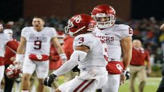 The Sooners rode QB Baker Mayfield and RB Samaje Perine to a road victory that kept Oklahoma rolling and dealt the Bears' playoff hopes a big blow.