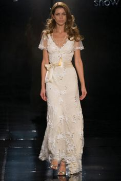 Google Image Result for http://www.bridalwave.tv/gallery/2010/04/gallery_grecian/Lace%2520frock%2520Alice%2520Temperly.jpg