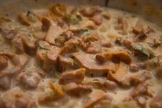 schwammerlgulasch, eierschwammerl Mashed Potatoes, Vegan, Chicken, Ethnic Recipes, Food, Cooking Recipes, Potato Noodles, Potato, One Pot