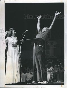 1974 Press Photo Kathryn Kuhlman at evangelistic meeting. | eBay