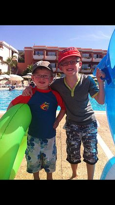 how adorable! buddies on #holiday