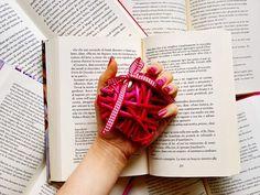 NUOVO POST SUL BLOG! buon San Valentino a tutti  che voi festeggiate o meno, ogni occasione è buona per dimostrare il proprio amore! ❤ se vi va fate un giro sul mio blog per leggere una nuova recensione!  • • • #reader #books #book #booklover #bibliophile #bookstagram #instabook #love #inspire #photography #happy #girl #libri #libro #instabook #blogger #quote #tumblr #quotes #like4like #bookworm