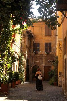 tips for women traveling solo, travel alone in rome, consigli per donne che viaggiano sole