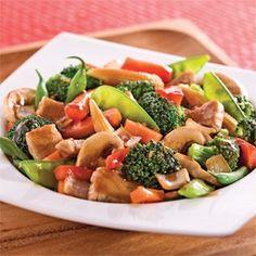 Sauté de porc et légumes à l'asiatique Mets, Wok, Stir Fry, Fruit Salad, Fries, Chinese, Chicken, Ethnic Recipes, Sweet