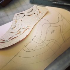 Not a very common pattern in my workshop, but hey.. Why not. #athletic #footwear #footwear #design #leathercaft #leather #marcellmrsan #koronya