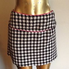 STUNNING HOUNDSTOOTH SKIRT STUNNING HOUNDSTOOTH SKIRT WITH PINK TRIM AND SIDE BUTTONS Maurices Skirts Mini