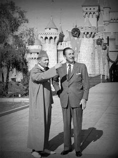 Walt Disney with king of Morocco - Magic Kingdom, Disneyland California Disney Parks, Walt Disney World, Disney Family, Retro Disney, Old Disney, Disney Love, Disney Magic, Vintage Disneyland, Disneyland California