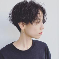 刈り上げ女子の色っぽさに夢中♡ハンサムショートが今キテる!|【HAIR】 Hairstyle Names, Short Bob Hairstyles, Pixie Hairstyles, Short Perm, Cabello Hair, Shot Hair Styles, Very Short Hair, Natural Curls, New Hair
