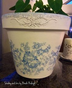 Decoupage Tins, Decoupage Vintage, Painted Clay Pots, Painted Flower Pots, Clay Pot Crafts, Miniature Crafts, French Country Crafts, Orchard Design, Flower Pot People