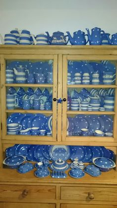 I love the way this looks Blue Willow China, Blue And White China, Blue China, Pink Blue, Vintage Tea, Vintage Kitchen, French Vintage, Cornishware, China Cups And Saucers