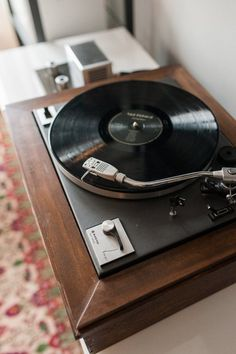 DIY Custom Record Player Resources | Apartment Therapy