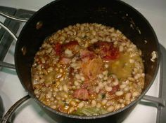 One meal that really hits home with my husband and I are purple hull peas. It was a staple meal that my mother cooked quite often and was a . Crockpot Veggies, Crockpot Recipes, Cooking Recipes, Cooking Ideas, Delicious Recipes, Yummy Food, Vegetable Dishes, Vegetable Recipes, Cajun Cooking