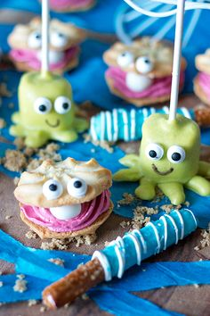 Clam Cookies + Octopus Marshmallow Pops for a Bubble Guppies party!