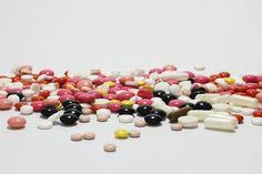 Mensen zouden meer op hun hoede moeten zijn bij het kopen van medicijnen op het internet. Een onderzoek heeft namelijk grote tekortkomingen gevonden bij sommige aanbieders van online medicat