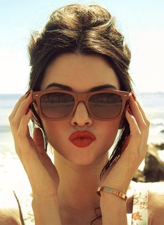 kendall-jenner-wood-sunglasses