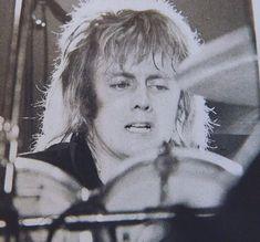 Queen Drummer, Drummer Boy, Roger Taylor Queen, Ben Hardy, Queen Band, John Deacon, Great Bands, Green Hair, Freddie Mercury