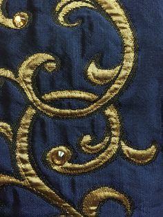 Édition de tissus exclusive Pascale Gontier avec les célèbres cristaux Swarovski. #pascalegontier #maisongontier #tissus #swarovski #luxe #decoration #luxury