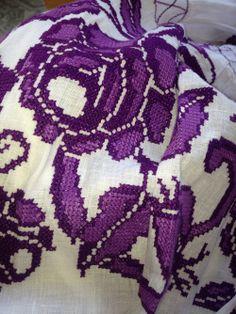 The meticulous hand-sewn embroidery of the traditional dress of Panama: La Pollera // #pollera #panama #polleradepanama