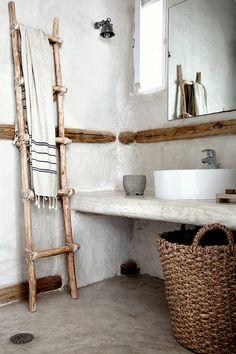 inspiratiebeeld voor stucatelier moilitli-interieurmakers. Mooi voorbeeld hoe je met met betonstuc weer een totaal andere stijl kunt creëren. Prachtig met de ronde hoeken en de combinatie met oud hout. Interesse laat het weten?;-)
