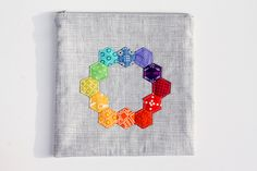 Hexie Pouch by Jeni Baker, via Flickr Machine Embroidery Projects, Quilting Projects, Quilting Designs, Hexagon Quilt, Hexagon Pattern, Rainbow Quilt, Paper Embroidery, English Paper Piecing, Quilted Bag
