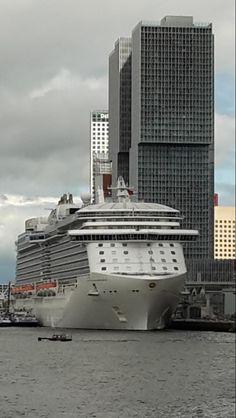 De Royal Princess bij de cruise terminal in Rotterdam