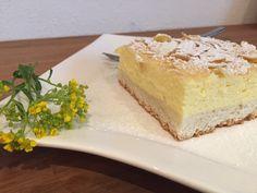 Ein Kuchen am Sonntag gehört für uns einfach dazu :-) Diesen Topfen-Mandel Kuchen habe ich bereits gestern gebacken, damit er heute richtig durchgezogen und saftig ist. So passt er ideal zum heutigen Sonntagsfrühstück oder auch zum Nachmittagskaffee. Saftiger Topfen-Mandel-Kuchen Zutaten: Für den Teig:  370 g Weizenmehl  70 g zimmerwarme Butter, SalzburgMilch  15 g Germ  200 g lauwarme Vanilla Cake, Cheesecake, Food Porn, Meals, Baking, Sweet, Desserts, Recipes, Strudel