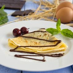 Crepes with chocolate are a delicious and easy french dessert, you can make in minutes (in Spanish).