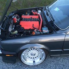 BMW w/ Corvette engine swap - Brought to you by Smart-e Bmw E30 Stance, Bmw E30 M3, Aston Martin, Bmw V8, Subaru, Volvo, Peugeot, Bmw M Series, Touring