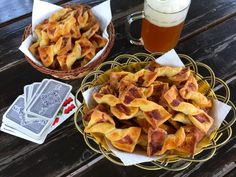 Baconos masni - igazi sörkorcsolya Snack Recipes, Snacks, Apple Pie, Bacon, Chips, Food, Snack Mix Recipes, Appetizer Recipes, Apple Cobbler