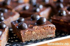 Brownies med M-sjokolade Brownies, Cereal, Snacks, Breakfast, Desserts, Food, Baking Soda, Cake Brownies, Morning Coffee